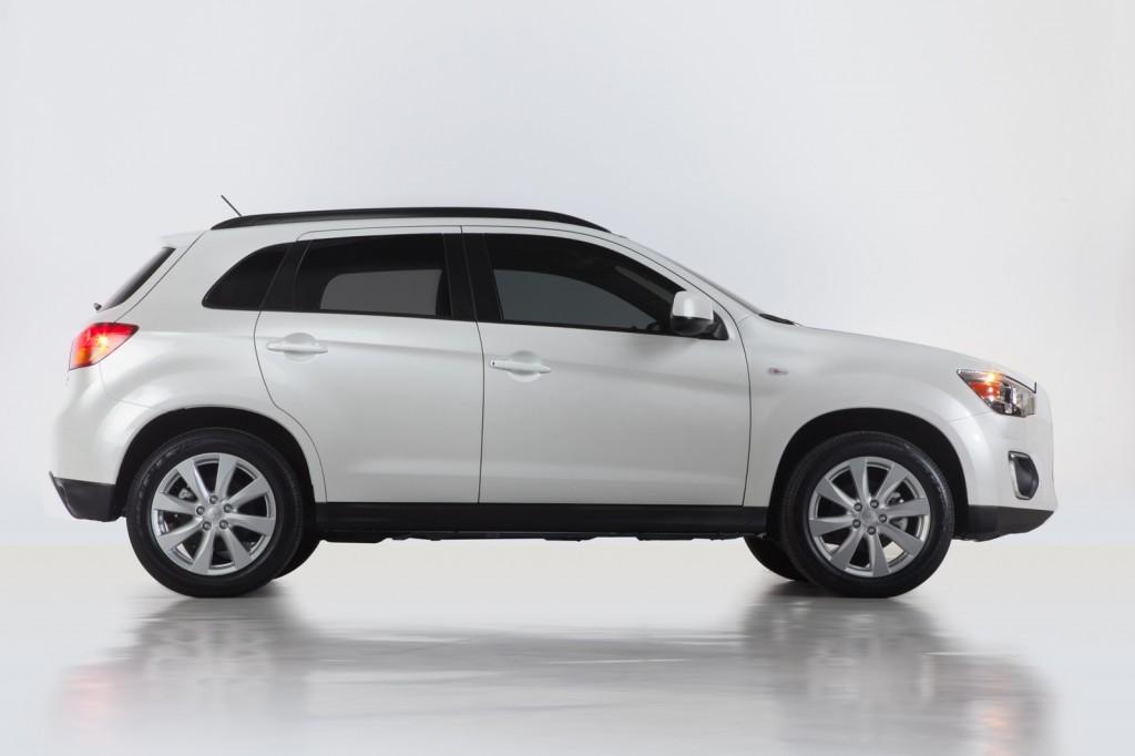 mitsubishi shows enhanced 2013 outlander sport in new york - Mitsubishi Outlander Sport 2015 White