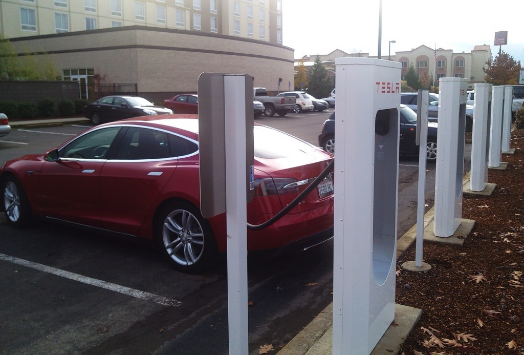 2013 Tesla Model S at Supercharger station in Springfield, Oregon, Nov 2013 [photo: George Parrott]