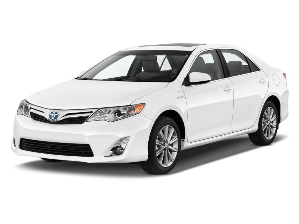 2013 Toyota Camry Hybrid 4-door Sedan XLE (Natl) Angular Front Exterior View