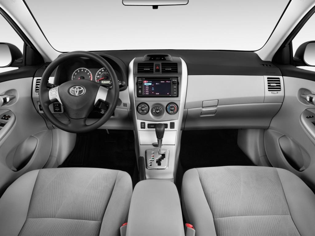 2013 Toyota Corolla 4-door Sedan Auto LE (Natl) Dashboard