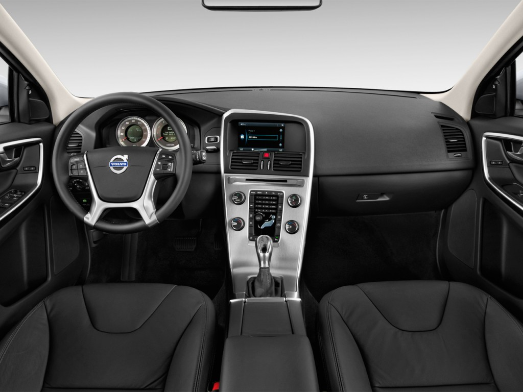2013 Volvo XC60 FWD 4-door 3.2L Dashboard