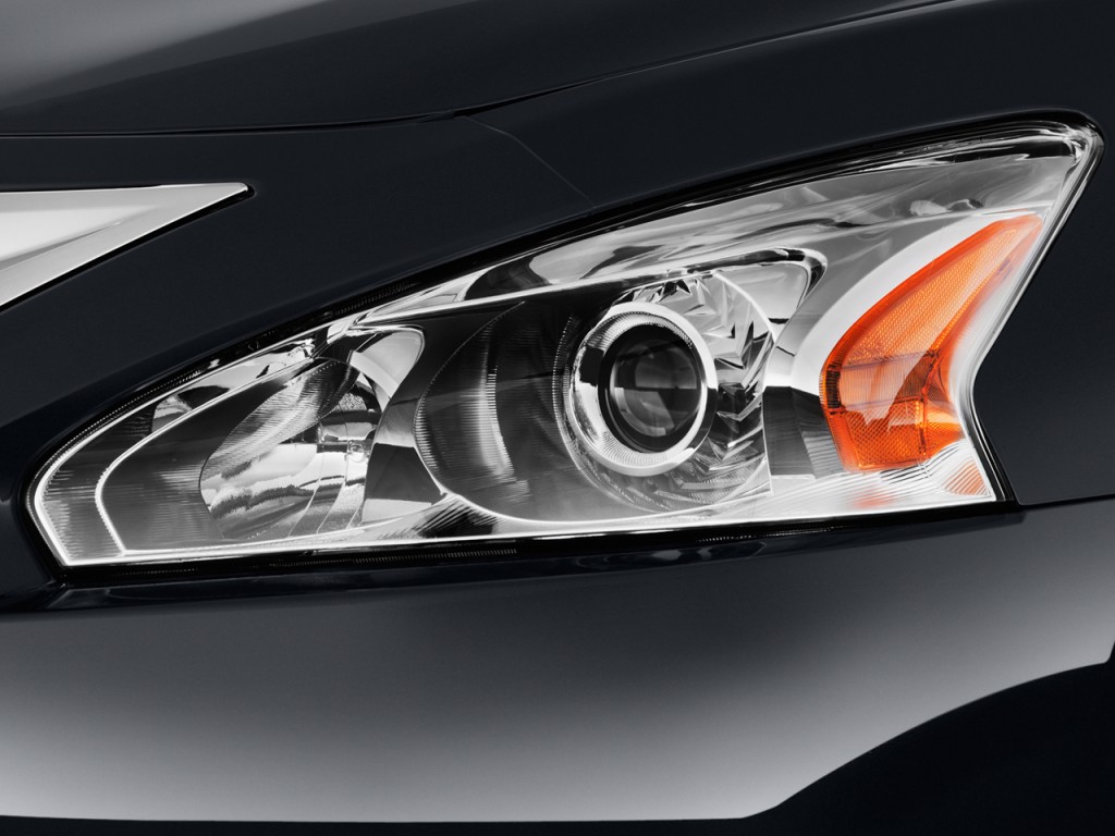 Image: 2014 Nissan Altima 4-door Sedan I4 2.5 SL Headlight ...