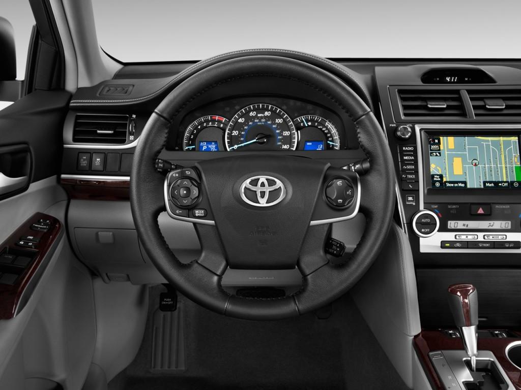 image 2014 toyota camry 4 door sedan i4 auto xle natl steering wheel size. Black Bedroom Furniture Sets. Home Design Ideas