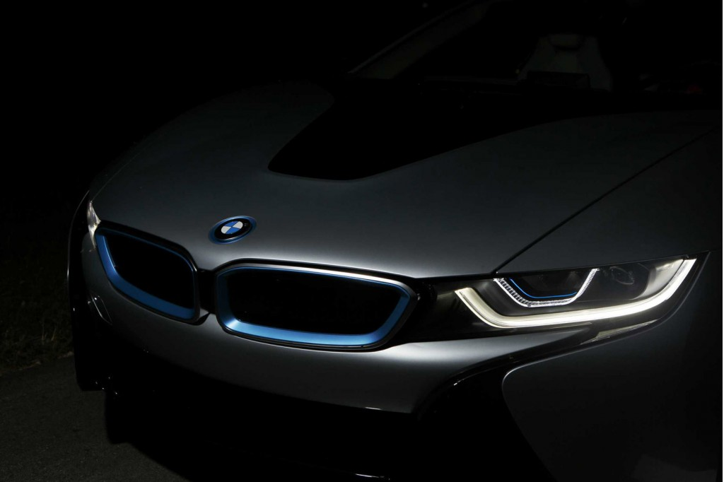 2015 BMW i8 laser headlights