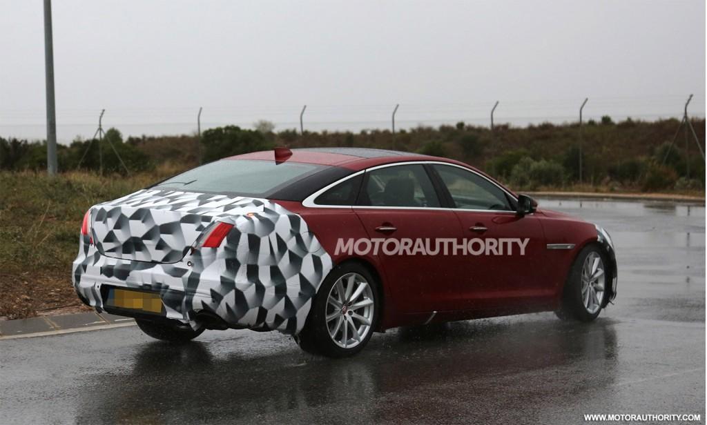 2016 Jaguar XJ facelift spy shots - Image via S. Baldauf/SB-Medien