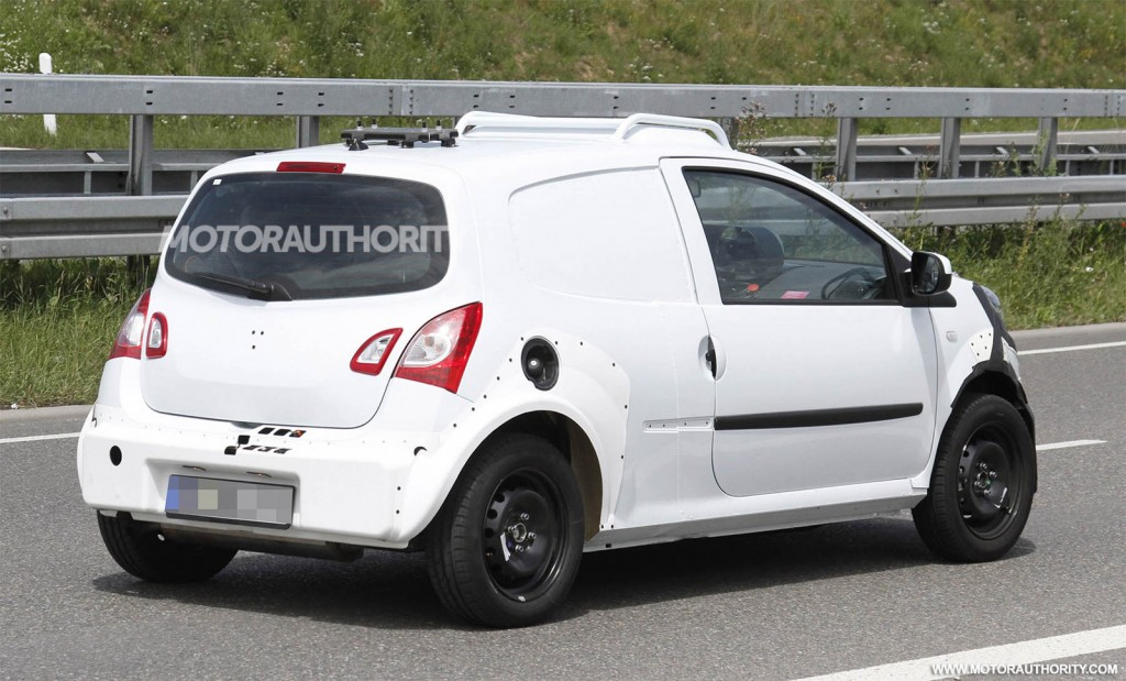 2015 Smart ForFour test mule spy shots