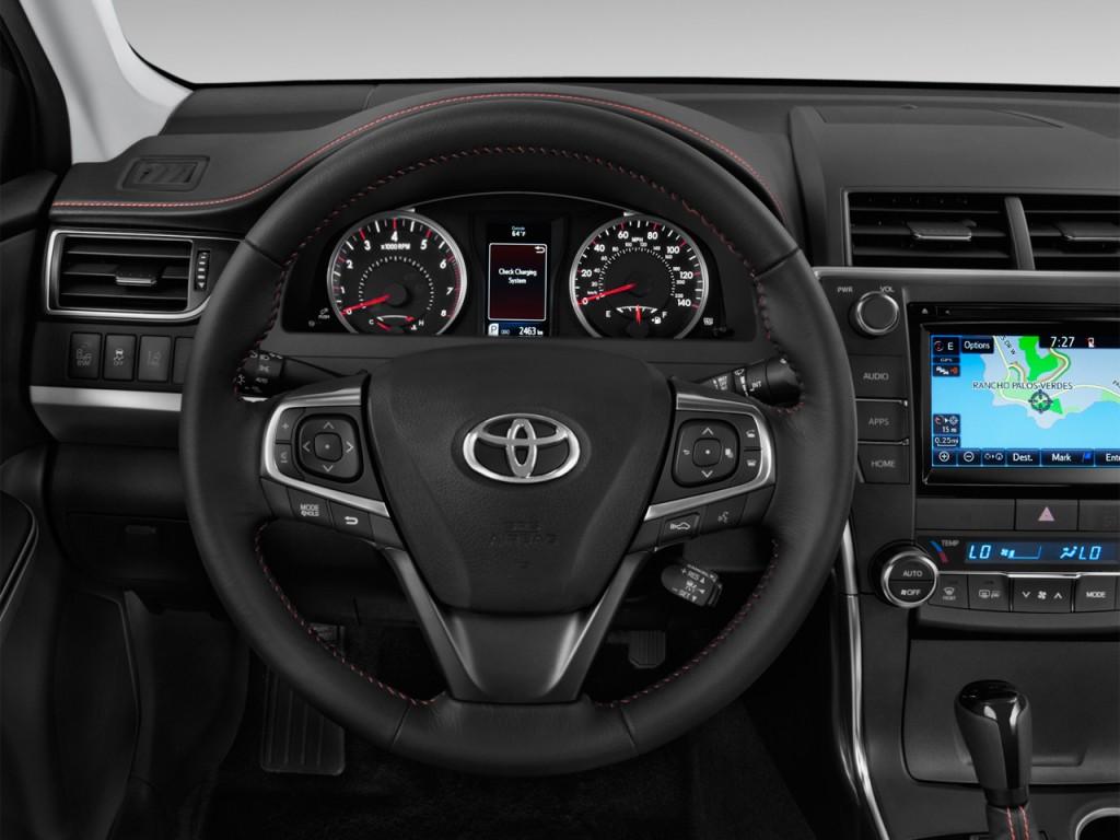 image 2015 toyota camry 4 door sedan i4 auto se natl steering wheel size 1024 x 768 type. Black Bedroom Furniture Sets. Home Design Ideas