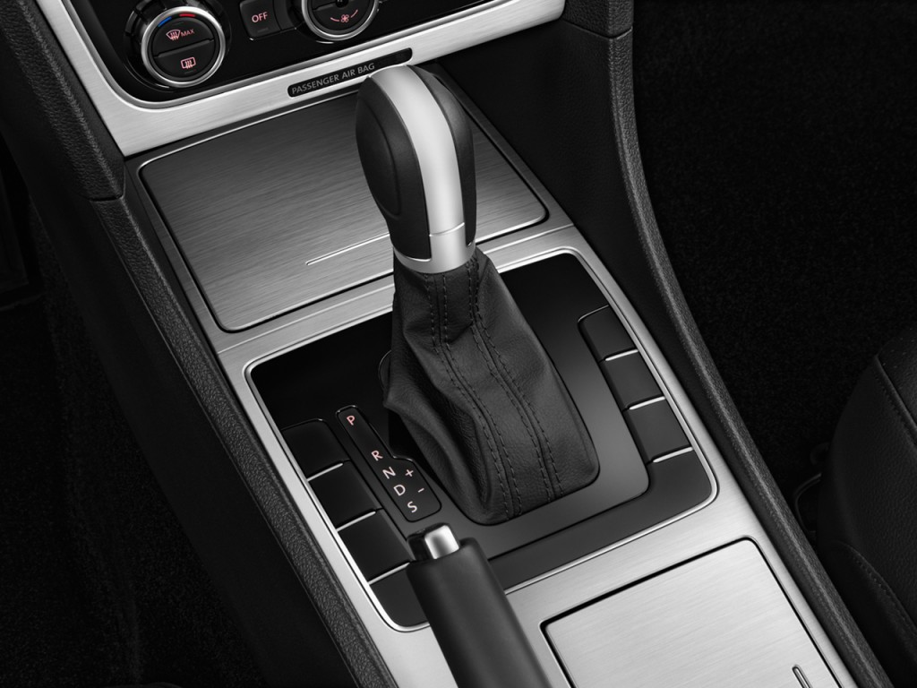 Image: 2015 Volkswagen Passat 4-door Sedan 1.8T Auto SE ...