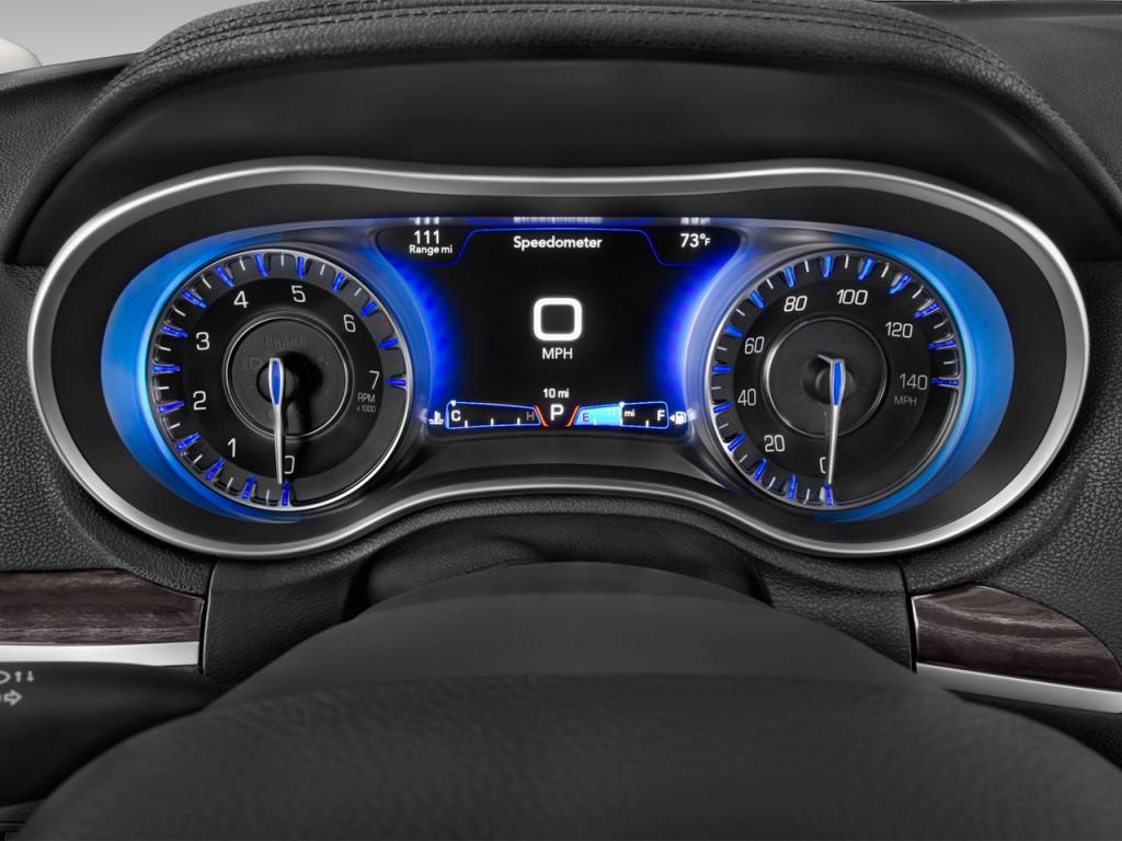 Image: 2016 Chrysler 300 4-door Sedan Limited RWD ...
