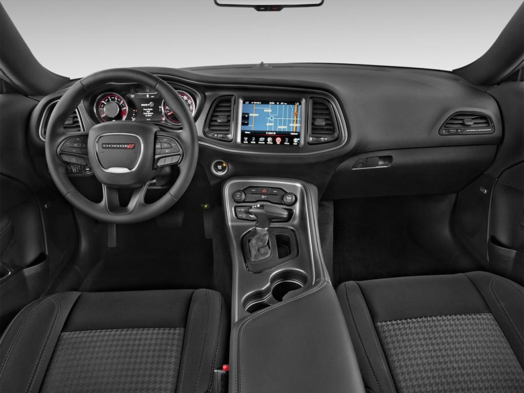 Image: 2016 Dodge Challenger 2-door Coupe SXT Dashboard ...