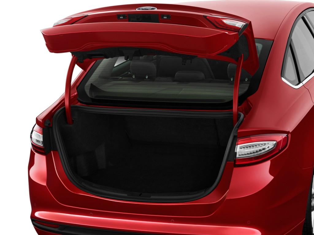 image 2016 ford fusion 4 door sedan se fwd trunk size. Black Bedroom Furniture Sets. Home Design Ideas
