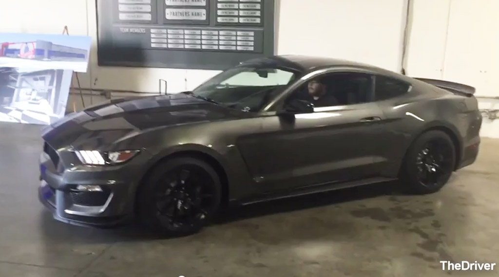 2016 ford mustang shelby gt350 sounds brutal in engine rev video