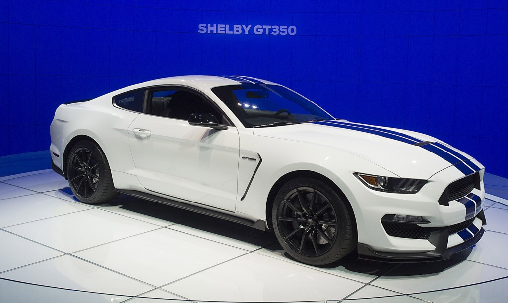 2016 ford mustang shelby gt350 packs new v 8 serious track upgrades video live photos page 2