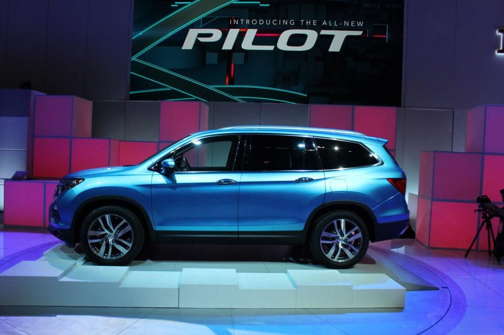 image 2016 honda pilot 2015 chicago auto show live. Black Bedroom Furniture Sets. Home Design Ideas