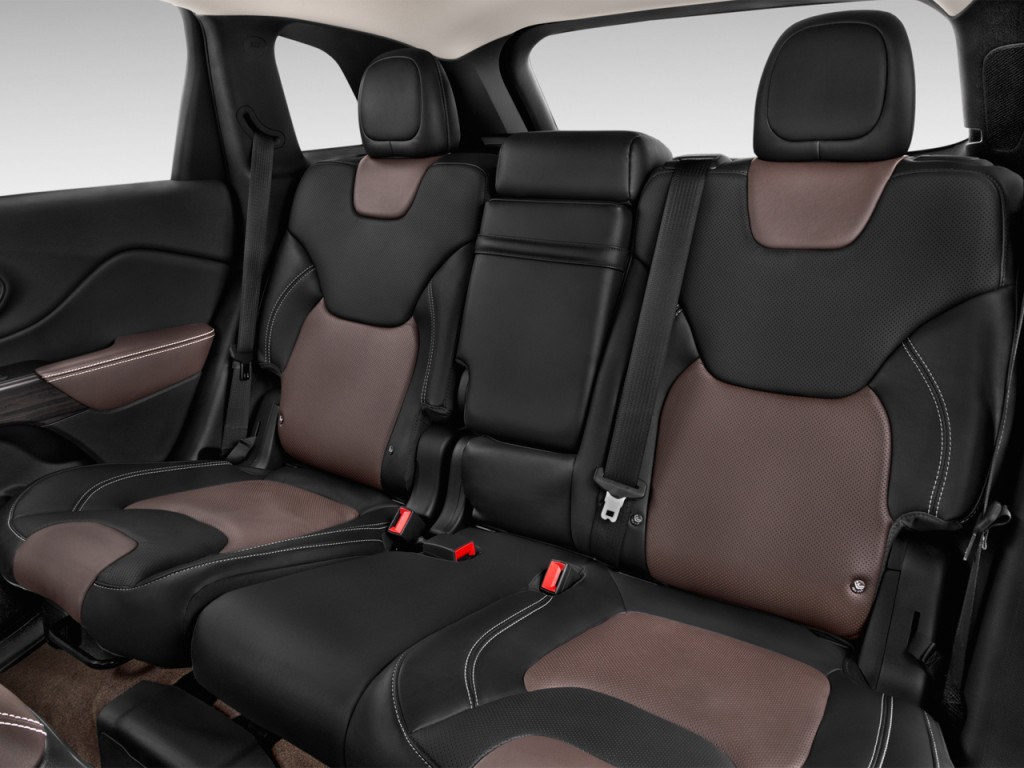 image 2016 jeep cherokee fwd 4 door limited rear seats. Black Bedroom Furniture Sets. Home Design Ideas