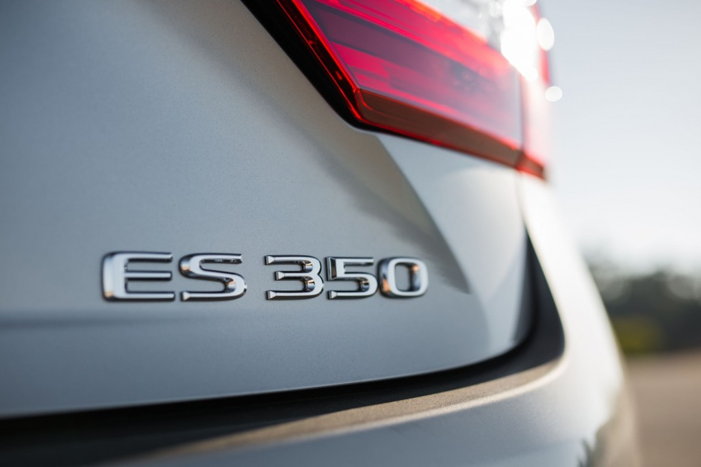2017 Lexus ES 350 recalled to fix potential steering issue