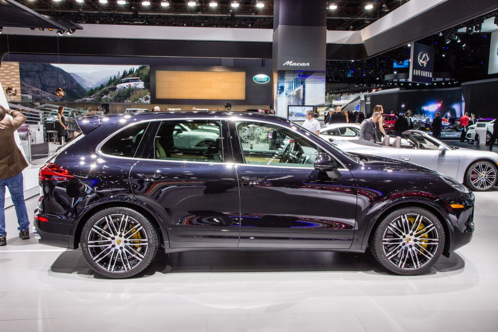 2016 porsche cayenne turbo s live photos 2015 detroit auto show