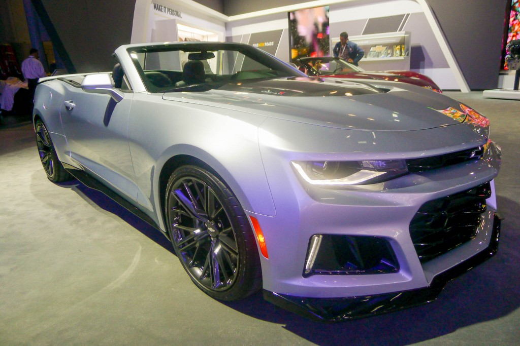 image 2017 chevrolet camaro zl1 convertible 2016 new york auto show size 1024 x 683 type. Black Bedroom Furniture Sets. Home Design Ideas