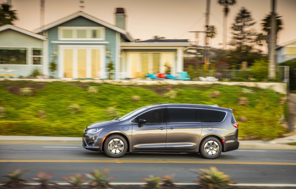 woes mounting for recalled 2017 chrysler pacifica hybrid minivan. Black Bedroom Furniture Sets. Home Design Ideas