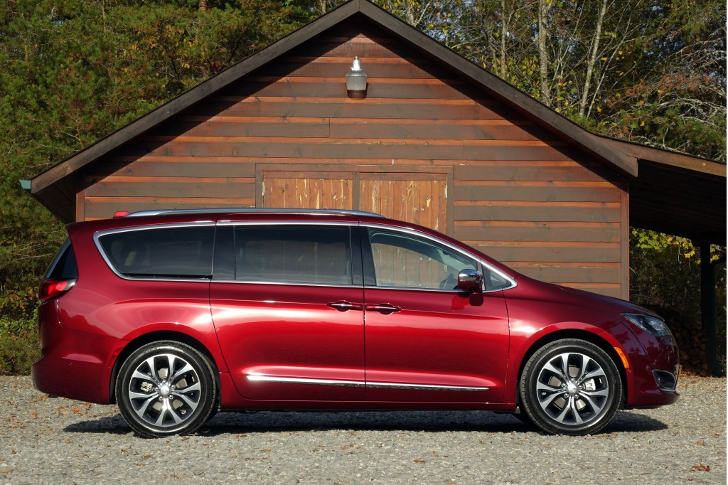 Chrysler Pacifica: The Car Connection's Best Car to Buy 2017