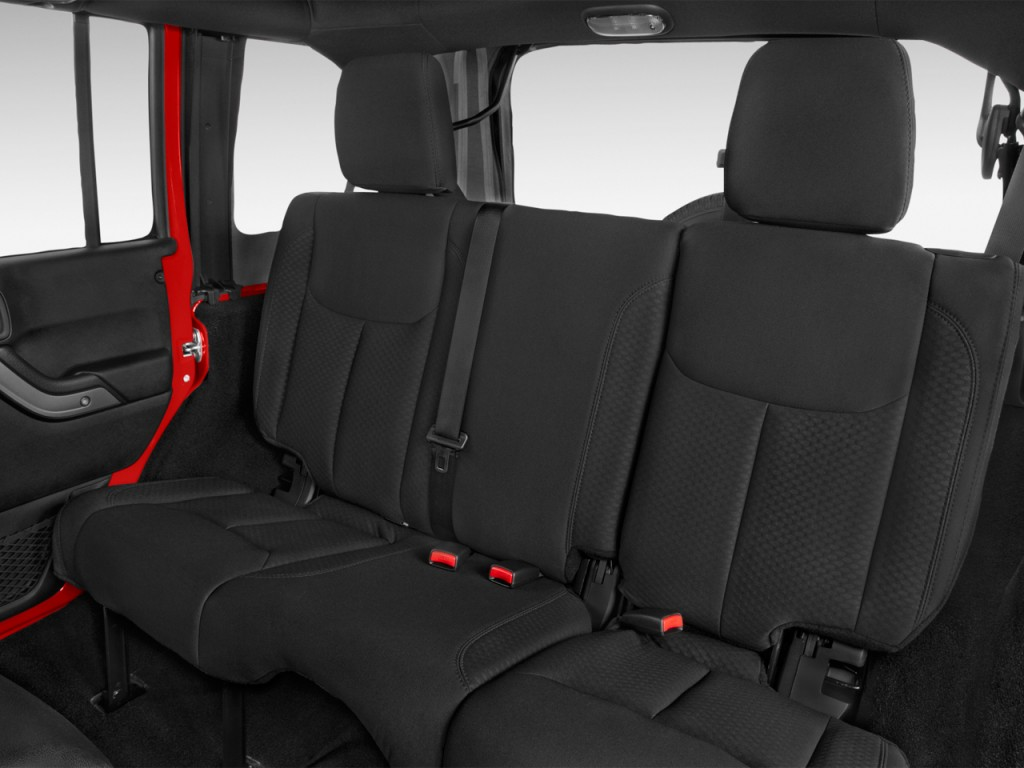 Image: 2017 Jeep Wrangler Unlimited Sport 4x4 Rear Seats ...