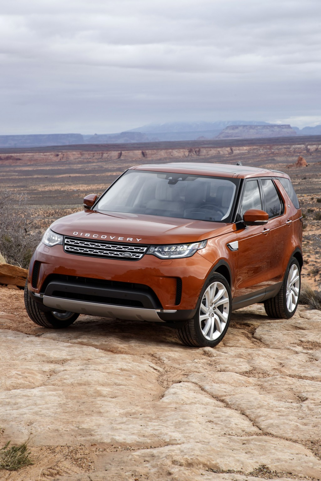 2018 land rover discovery review ratings specs prices and photos the car connection. Black Bedroom Furniture Sets. Home Design Ideas