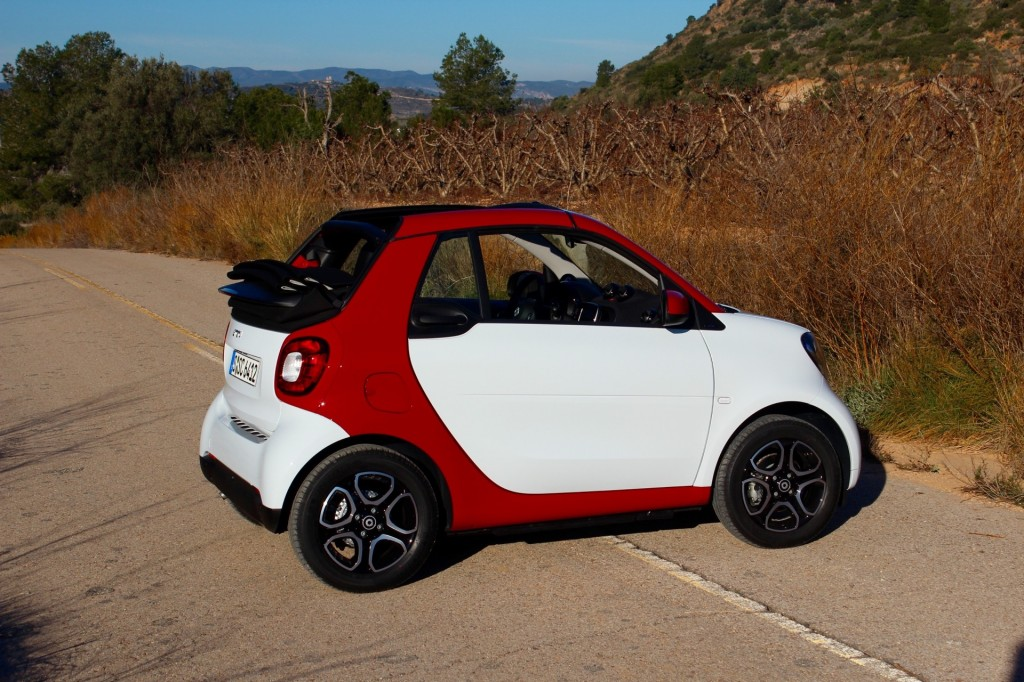 image 2017 smart fortwo cabriolet first drive january. Black Bedroom Furniture Sets. Home Design Ideas