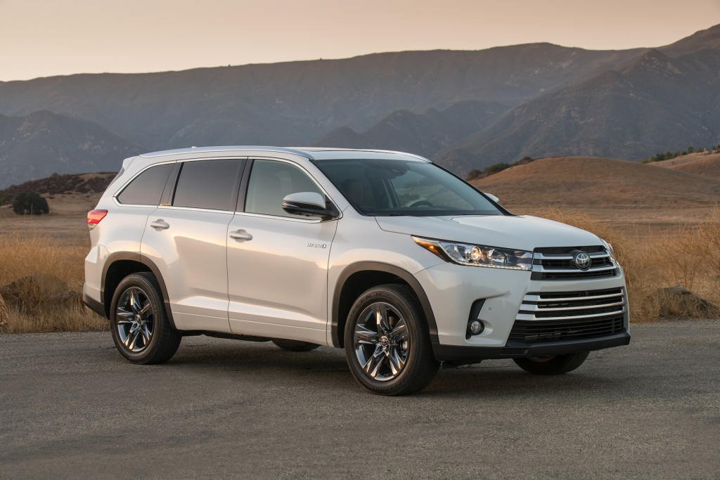 Nissan Pathfinder vs. Toyota Highlander: Compare Cars