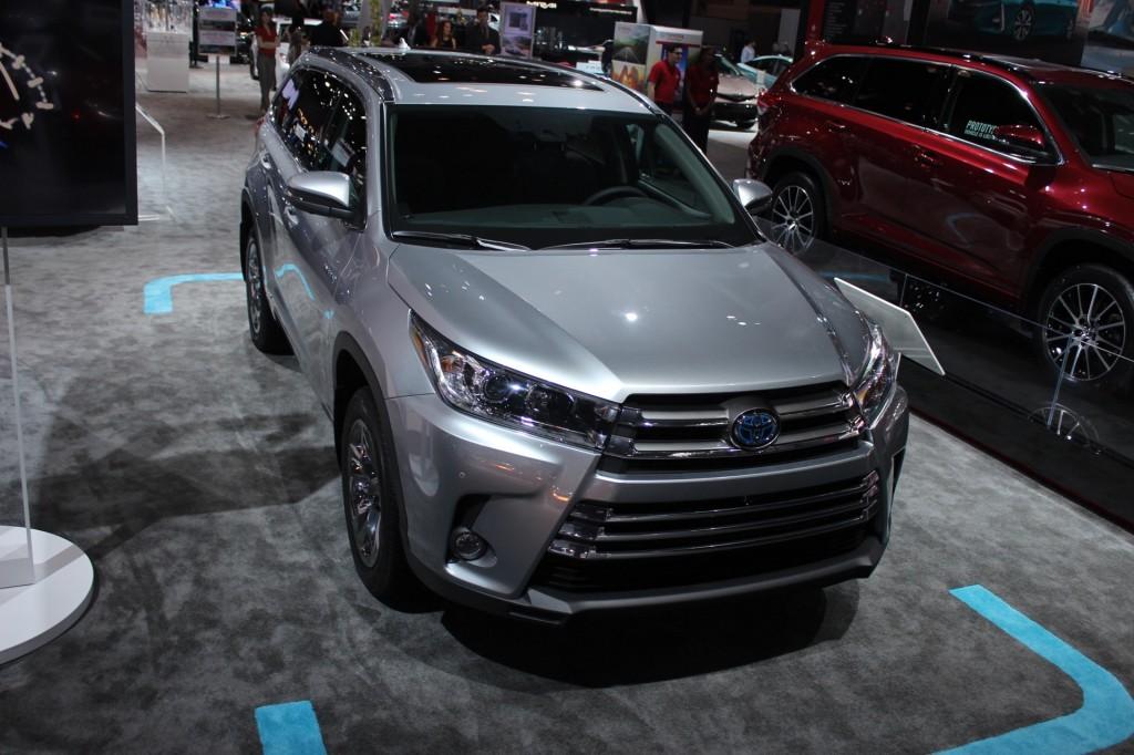 Image: 2017 Toyota Highlander Hybrid - 2016 New York Auto Show iive