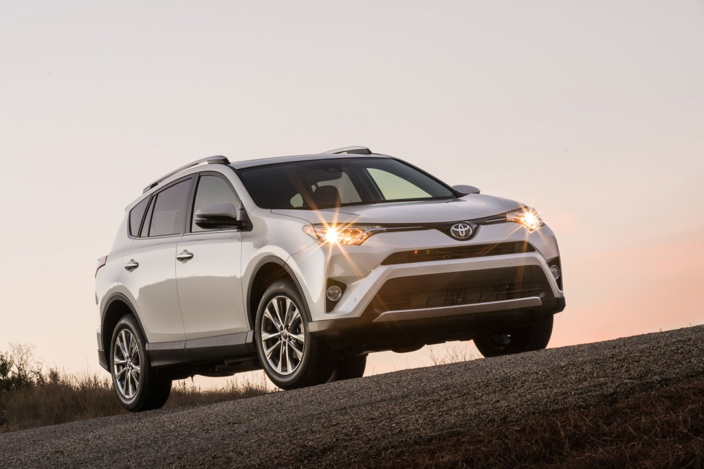 Toyota slices 2017 RAV4 price by up to $1,330