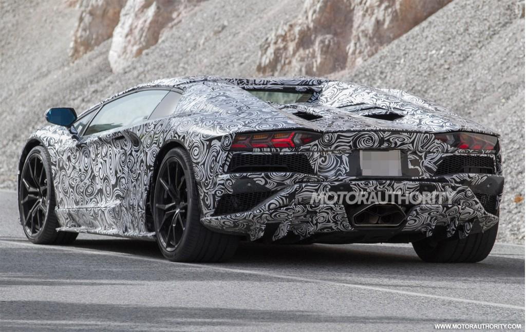 2018 Lamborghini Aventador facelift spy shots - Image via S. Baldauf ...
