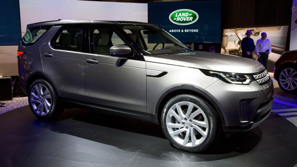 image 2017 land rover discovery 2016 paris auto show size 1024 x 576 type gif posted on. Black Bedroom Furniture Sets. Home Design Ideas