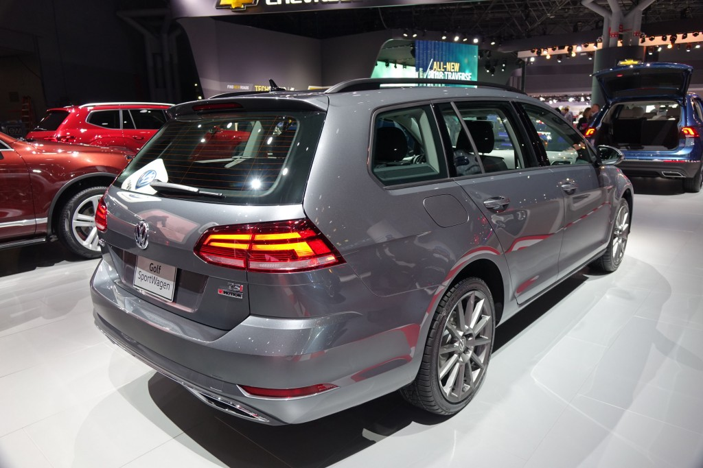 Cash For Clunkers >> Image: 2018 Volkswagen Golf SportWagen, 2017 New York Auto Show, size: 1024 x 682, type: gif ...