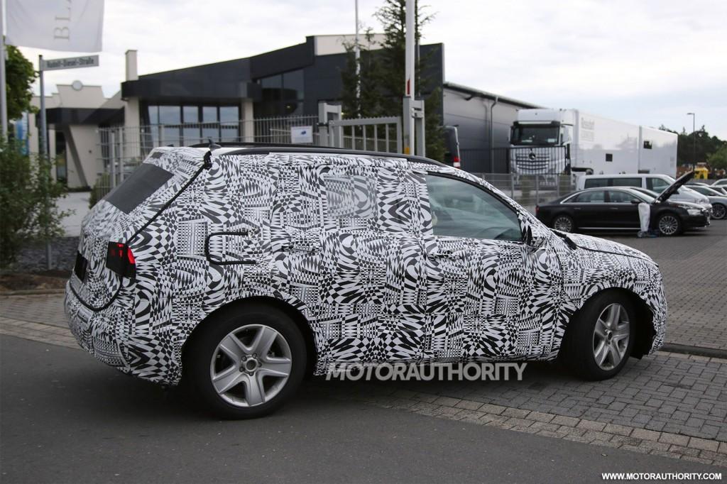 Image: 2018 Volkswagen Tiguan spy shots - Image via S. Baldauf/SB ...