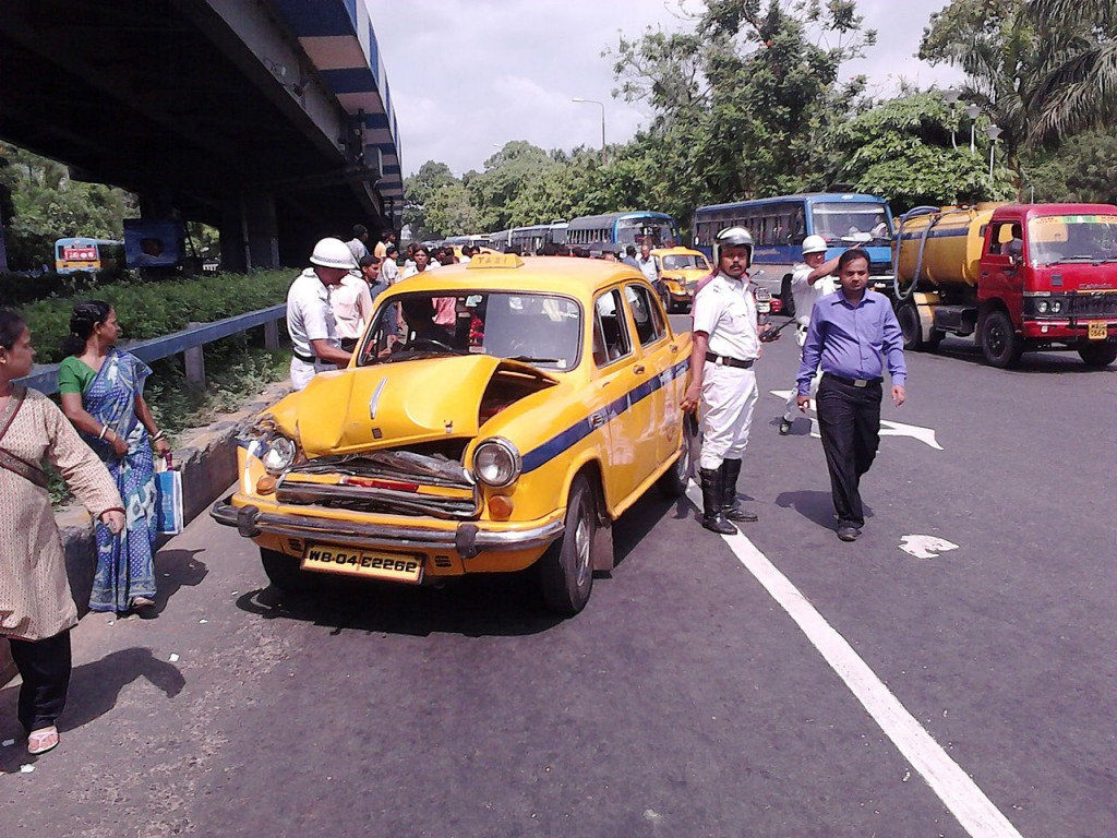 A road accident in Kolkata, India (photo by Biswarup Ganguly)