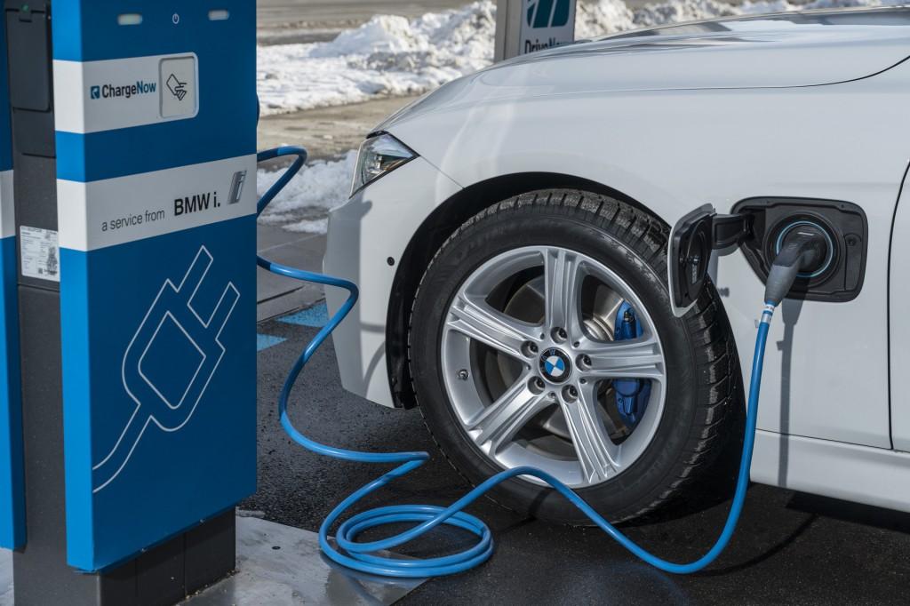 BMW vs. Tesla, Civic Hatch returns, Karma Revero: What's New @ The Car Connection