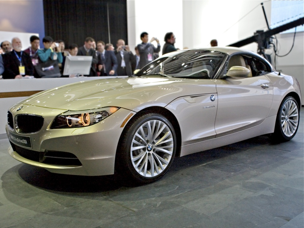 2009 BMW Z4 Gets an Acrobatic Intro