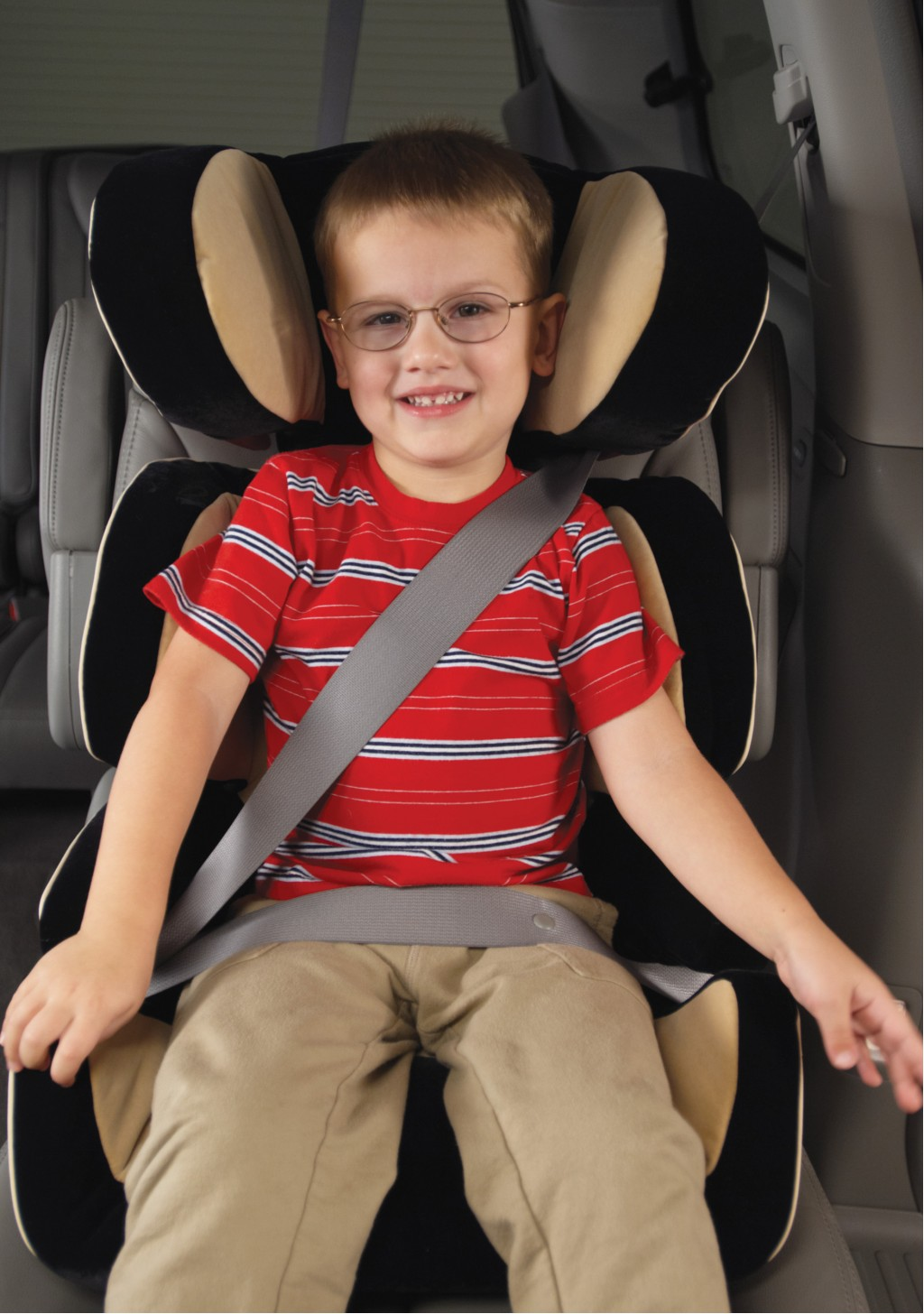 booster seat with good fit  -  IIHS