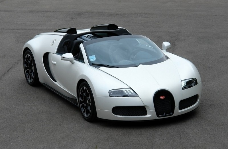 Luxury Vehicle: Special Edition Bugatti Veyron Grand Sport Sang Blanc Up