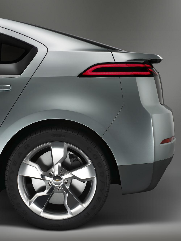 Obama's Auto Task Force Drive Chevy Volt, Visit Ram Plant
