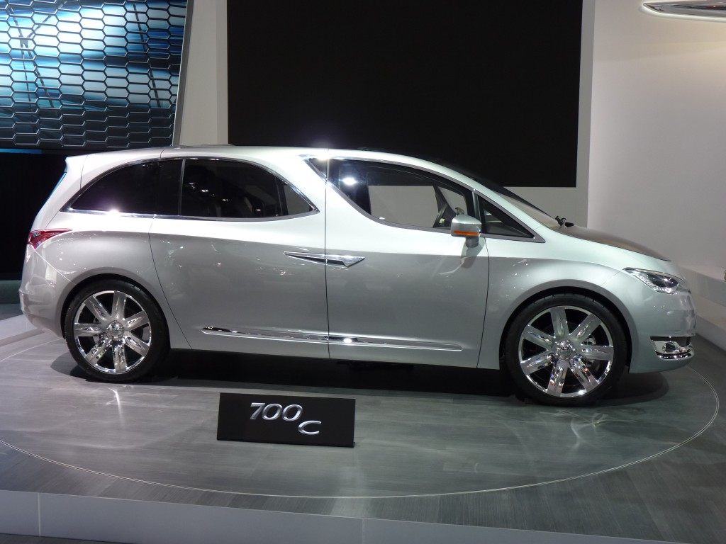 Chrysler 700C Concept: 2012 Detroit Auto Show Video