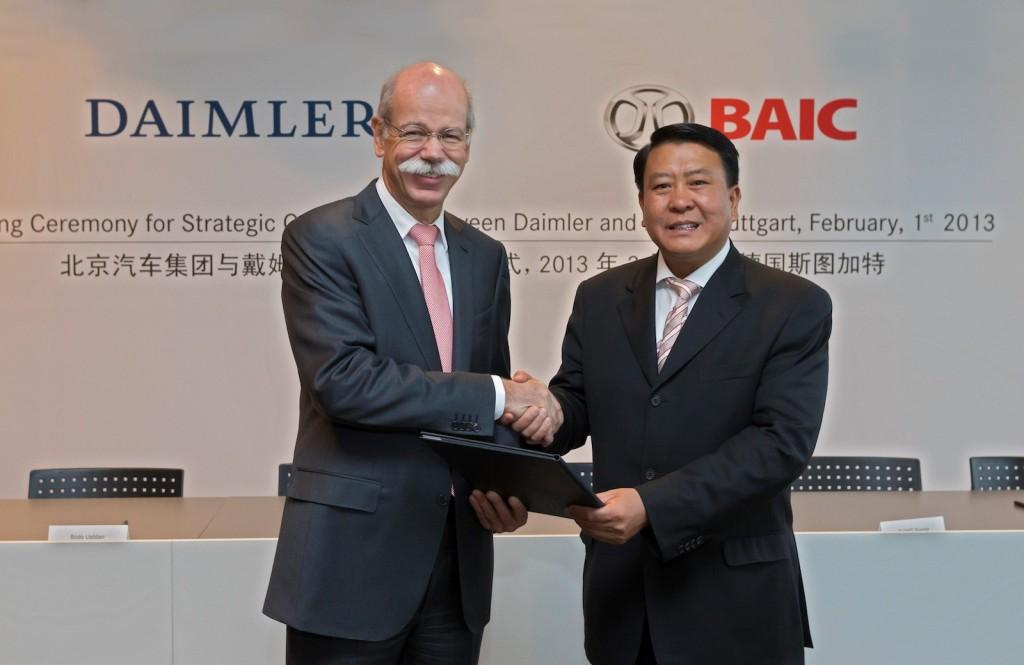 Daimler's Dr. Dieter Zetsche and BAIC's Xu Heyi shake hands on a new joint venture - image: Daimler