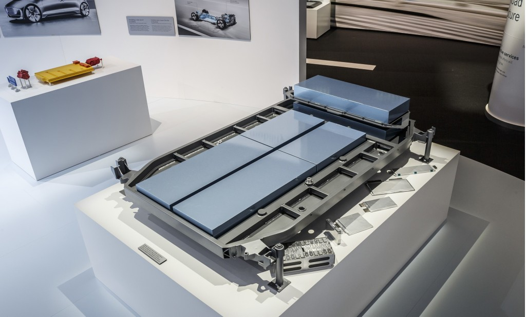Nissan Leaf Battery Warranty >> Image: Flat lithium-ion battery back for next-generation ...