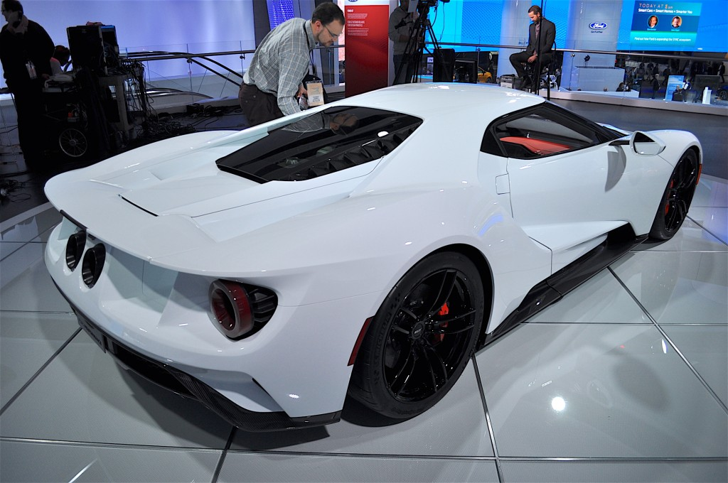 Image production intent ford gt 2016 detroit auto show for Ford motor company 10k 2016