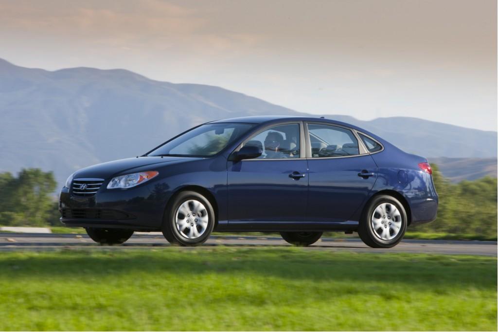2010 Hyundai Elantra Lineup Saves Gas And Goes Blue
