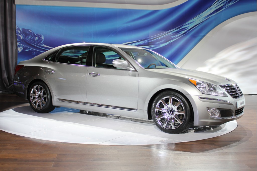 Buy A 2011 Hyundai Equus, Get An iPad For Your Owner's Manual