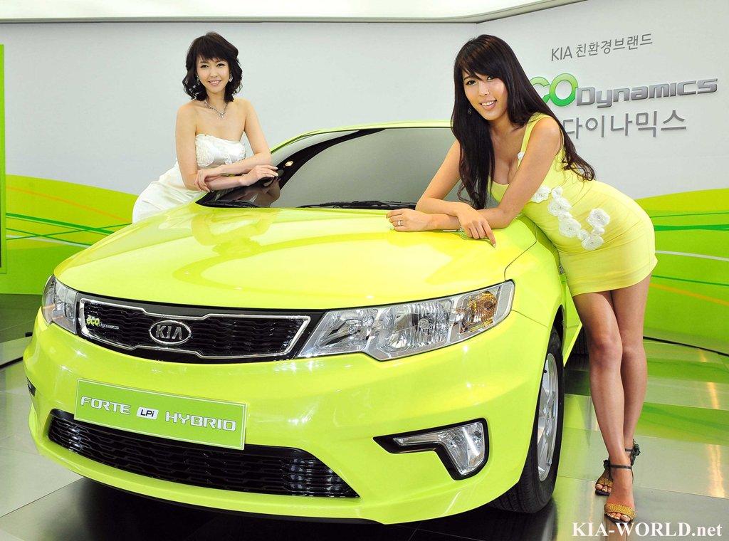 Kia Forte hybrid unveiled
