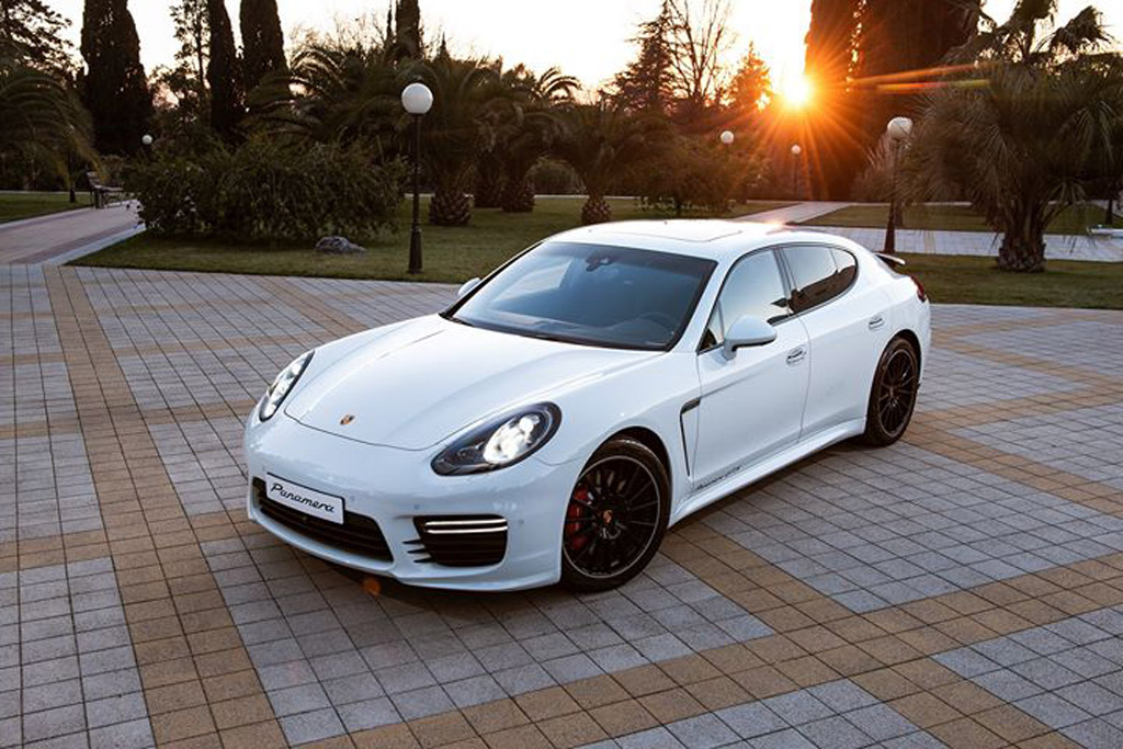 Maria Sharapova and her personalized 2013 Porsche Panamera GTS