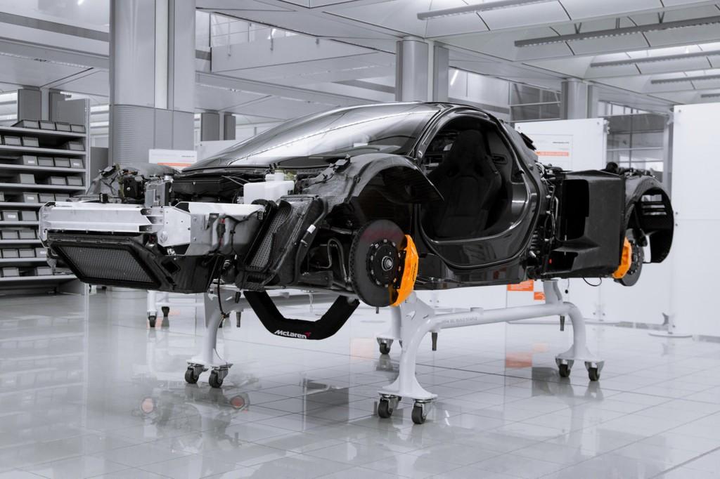 Image: McLaren P1's MonoCage carbon fiber monocoque, size ...