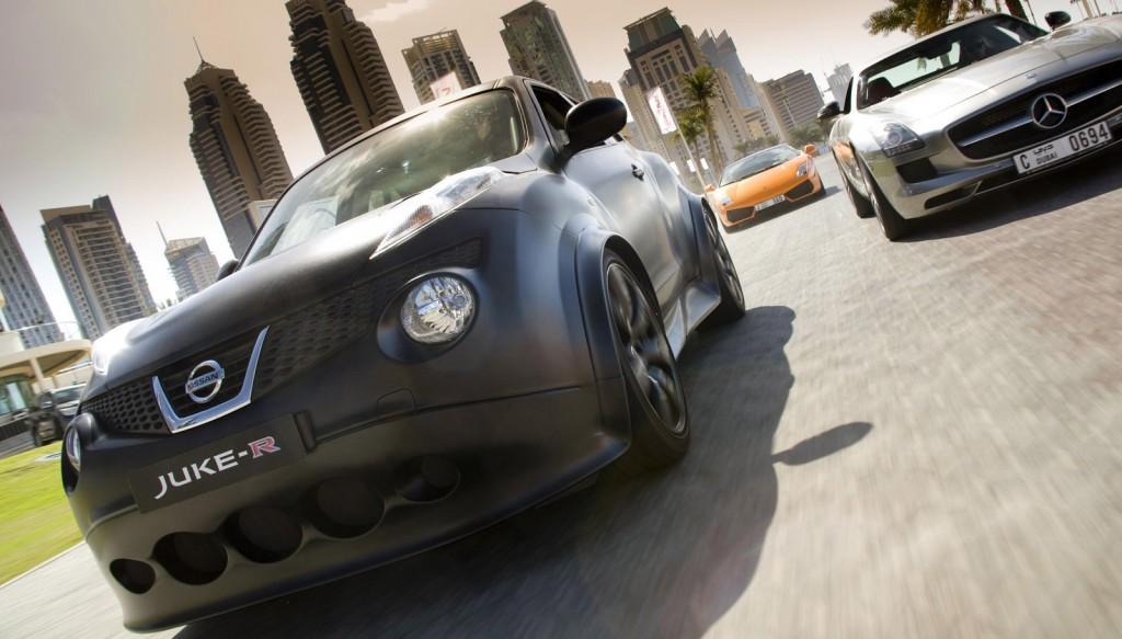 Nissan Juke-R racing on the streets of Dubai